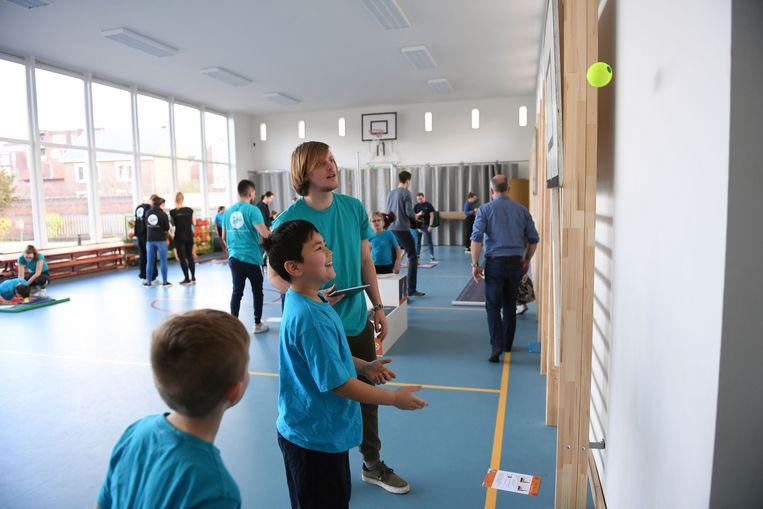 SportKompas werd ontwikkeld door Universiteit Gent, Sportamundi en Sport Vlaanderen. De leerlingen van Heilig Hartinstituut Heverlee gaven vandaag de kick-off.