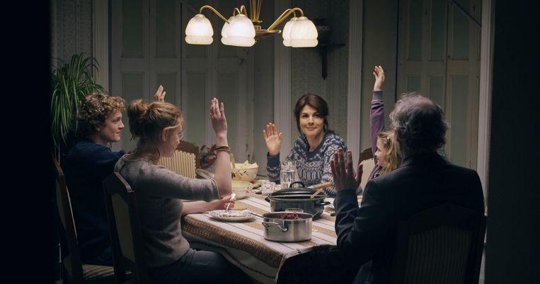 Het eerste deel van Hollands Hoop won een Gouden Kalf voor beste televisiedrama, de Zilveren Krulstaart voor het beste scenario, en sleepte de Kees Holierhoek Scenarioprijs binnen. Beeld bnnvara