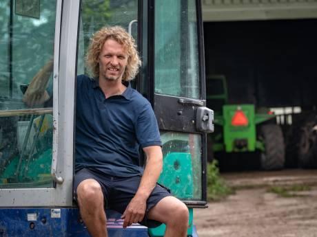 Boer Arjen legt klussende kampeerders in de watten op Schokland