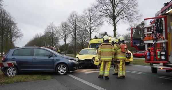 Gewonde naar ziekenhuis na botsing bij Nieuwleusen.