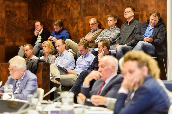 De gemeenteraad van Waalwijk is in ieder geval tot 1 juni niet meer live te volgen voor geïnteresseerden en de pers. Raadsleden gaan voorlopig vanaf thuis, online, vergaderen.