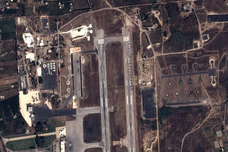 Eerder deze maand raakte al bekend dat Rusland gevechtsvliegtuigen en helikopters opstelde in de Syrische luchtmachtbasis bij Latakia.