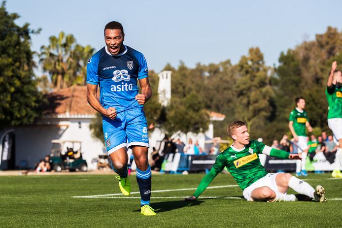 Cyriel Dessers scoorde twee keer tegen Borussia Mönchengladbach.
