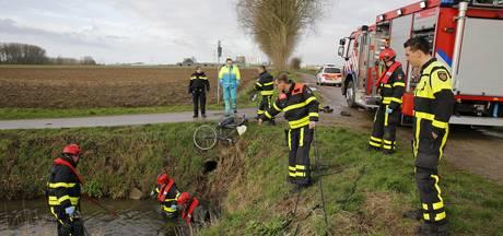 Op randweg Raamsdonksveer wandelende stomdronken Oosterhouter (19) veilig thuisgebracht door politie
