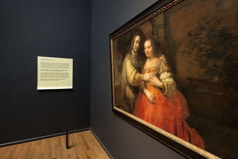 Post-it van De Botton naast Isaak en Rebekka, bekend als 'Het Joodse bruidje', Rembrandt Harmensz. van Rijn, ca. 1665 - ca. 1669 Beeld Olivier Middendorp