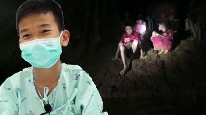 """""""De eerste drie dagen waren de ergste. Het was koud en we hadden honger"""": Thaise voetballertjes getuigen over beproeving"""