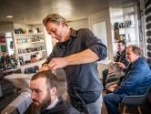 De 'eerste coronavrije kapper van Nederland' kan nu weer lachen: 'Ik dacht dat de zaak weken dicht moest'
