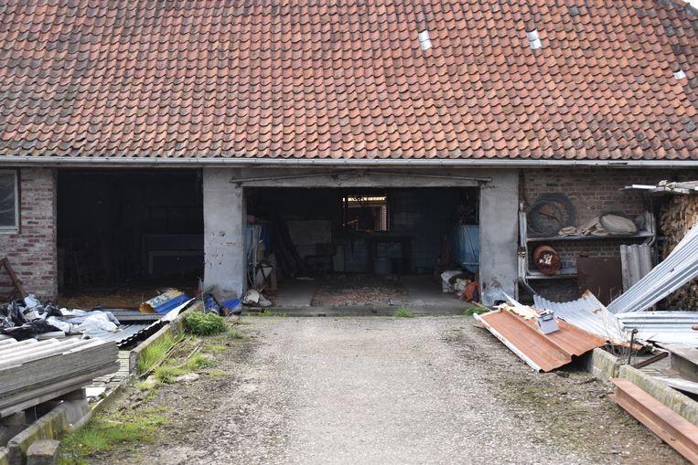 De wagen stond in een garage achteraan de boerderij.