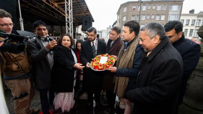 Borgerhout viert Dag van de Moedertaal: Ambassadeur Bangladesh legt bloemenkrans neer