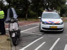 Scooterrijdster gewond bij aanrijding met auto in Doetinchem