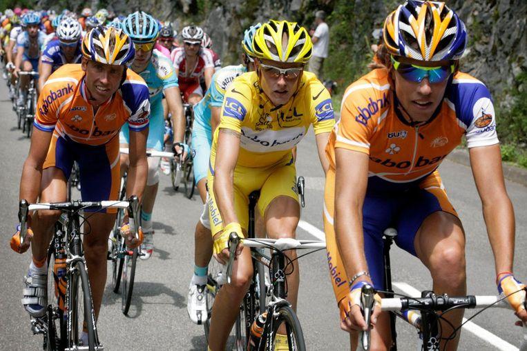 Vlnr: Michael Boogerd, Michael Rasmussen en Thomas Dekker tijdens de Tour van 2007 Beeld Cor Vos