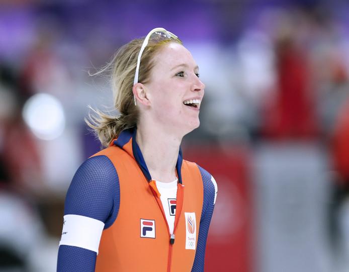 Carlijn Achtereekte na het winnen van de 3.000 meter.