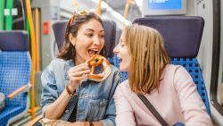 Mag je binnenkort niets meer eten of drinken op de trein, tram en bus om obesitas tegen te gaan?