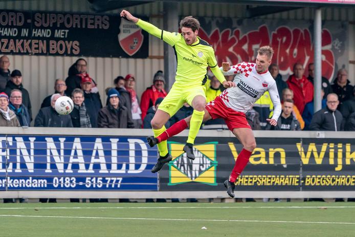 Sven van Ingen van Kozakken Boys duelleert.