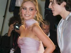 Le baiser enflammé de Lily-Rose Depp et Timothée Chalamet tourné en dérision