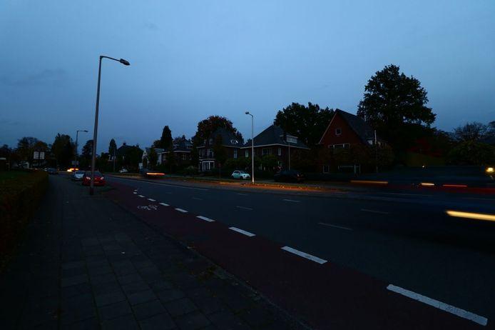 Aan de Oliemolensingel in Enschede zitten de woonhuizen en flatgebouwen ook zonder stroom.