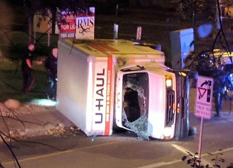 Het gehuurde busje na de politieachtervolging. Beeld afp