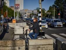 Verkeersexperiment wordt definitief: fietsers krijgen meer ruimte aan noordkant Erasmusbrug