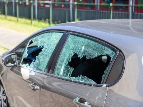 Vandalen slaan ruiten van 17 auto's in 'afvoerputje' van Alphen aan diggelen: 'ik heb voor 436 euro schade'