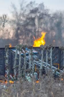 Brandweer en politie naar vuilverbranding in Vinkeveen