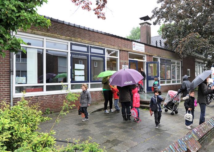 Leerlingen van de Tweemaster/Kameleon krijgen in het nieuwe schooljaar tijdelijk onderdak in een nog op te richten noodgebouw aan de Roerstraat.