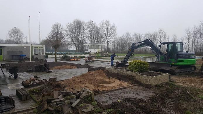 Archief: Er is de afgelopen maanden hard gewerkt om van het voormalige zwembad een mooi park te maken.