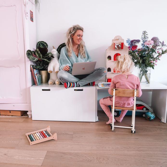 Sarah Glasbergen werkt nu thuis, waar werk en privé een stuk moeilijker te scheiden zijn