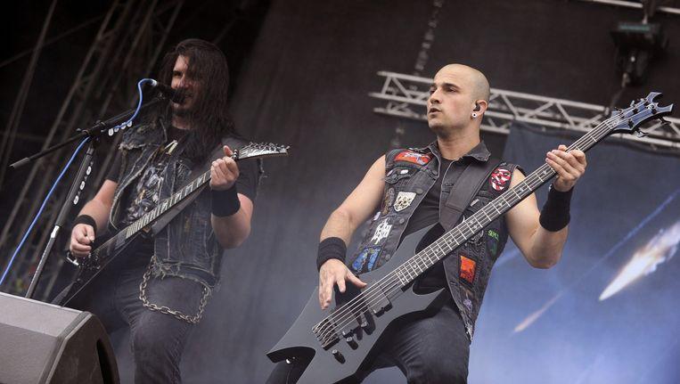 Corey Beaulieu (L) en Paolo Gregoletto (R) van de metalband Trivium. Beeld epa