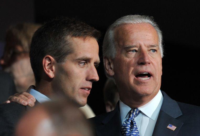 Joe Biden samen met zijn zoon bij de Democratische conventie in 2008. Beeld AFP