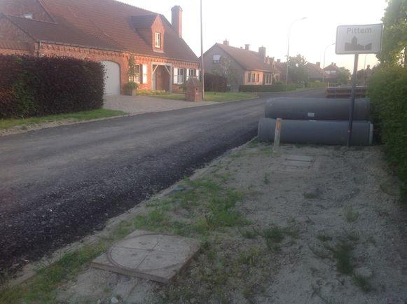 Door het compleet onverwacht affrezen van de Egemsebinnenweg konden veel bewoners ineens niet meer weg.