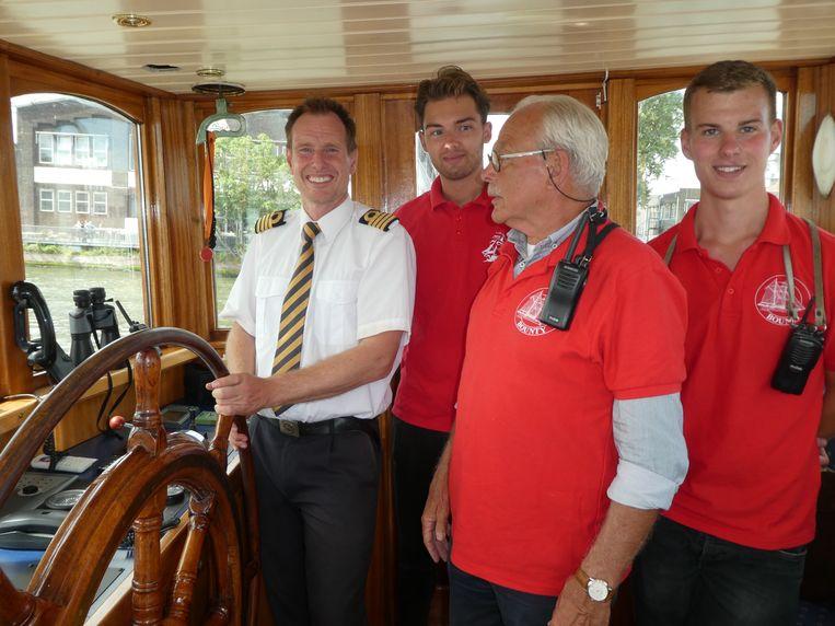 Kapitein Alex van Klaveren, Kylian Kruiver (catering), stuurman Robbert Bogert en matroos Glenn Kreuk. Bogert: