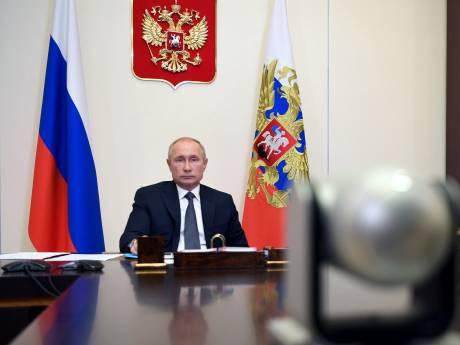 """La Russie présente """"Spoutnik V"""", le """"premier"""" vaccin contre le Covid-19"""