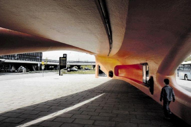Haarlemmermeer, bushalte Spaarneziekenhuis. ( Ontwerp: NIO architecten. Foto: Podium voor Architectuur Haarlemmermeer.) Beeld