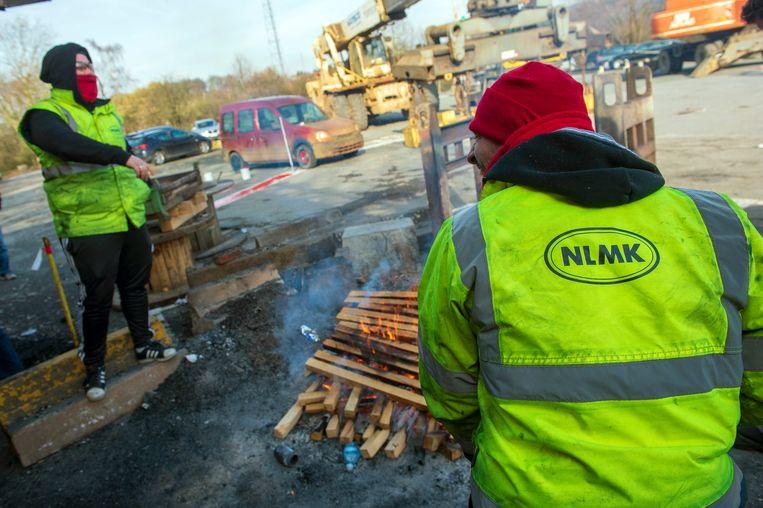 Bij staalbedrijf NLMK Clabecq staan er 290 banen op de tocht.