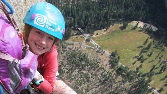 Pearl (9) tijdens de dagenlange klim naar de top van El Capitan.