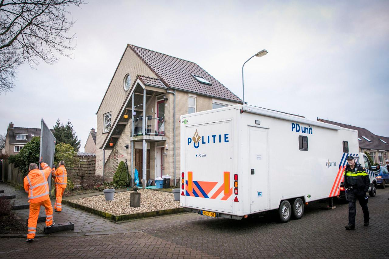 De politie doet onderzoek bij een huis aan de Bijenkorf in Eerbeek.
