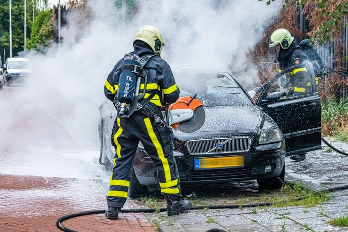 Auto uitgebrand in Tilburg.