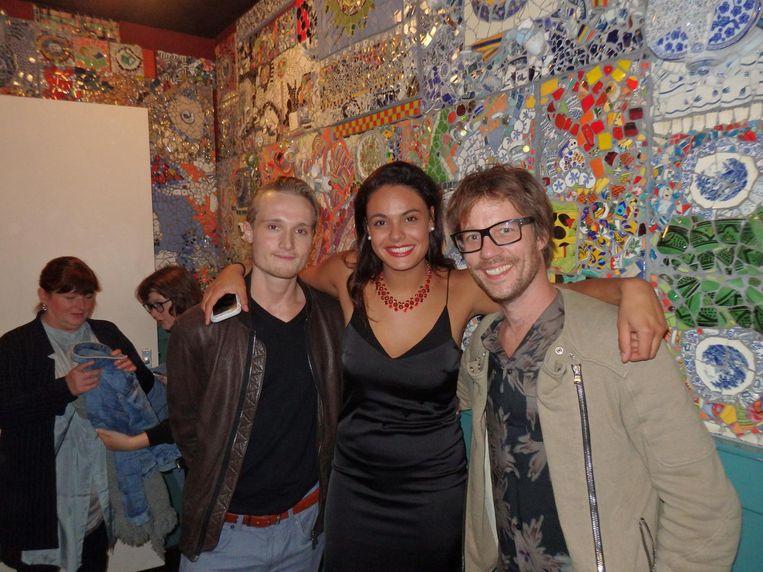 Sander Verwoest ('broer van...'), singer songwriter Maya Shanti en dj Giel Beelen (vlnr) Beeld Schuim