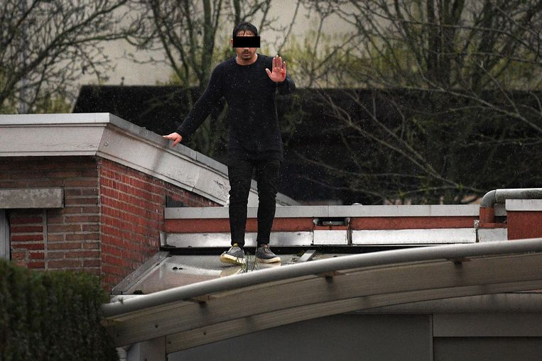 Illustration shows a suspect walking on a roof of a villa as lots of police forces are working on the arrestation of several persons for several robberies in Limburg, Sunday 22 December 2019. One suspect was arrested in Lomel and the other in Pelt. BELGA PHOTO YORICK JANSENS