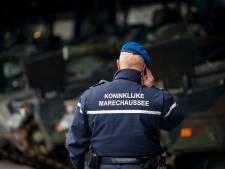 Haarlemmer met openstaande celstraf aangehouden voor agressief gedrag in vliegtuig