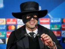 Sjachtar-coach Fonseca doet persconferentie als Zorro