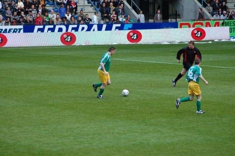 Dj Franzke tijdens zijn deelname aan het programma 'FC Nerds' in 2008, in de grote finale tegen de Rode Duivels in de Cristal Arena in Genk.