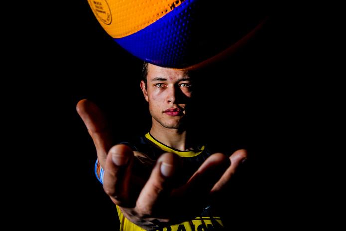 Jeffrey Klok heeft met vader Marko Klok een voorbeeld, als het gaat om volleybal op topniveau.