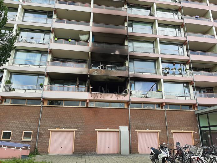 De drie door brand getroffen woningen in flat Veldzicht. De onderste in onbewoonbaar.