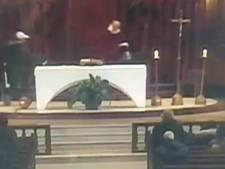 Canadese priester neergestoken tijdens ochtendmis