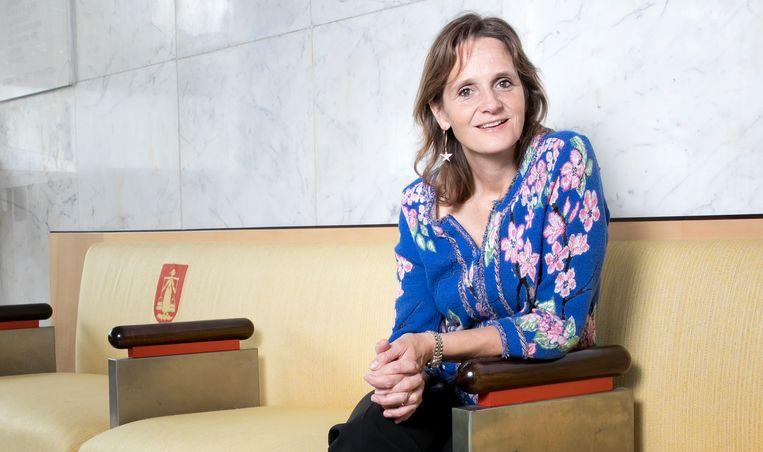 Nicolien van Vroonhoven-Kok in het Hilversumse gemeentehuis. Beeld Judith Jockel