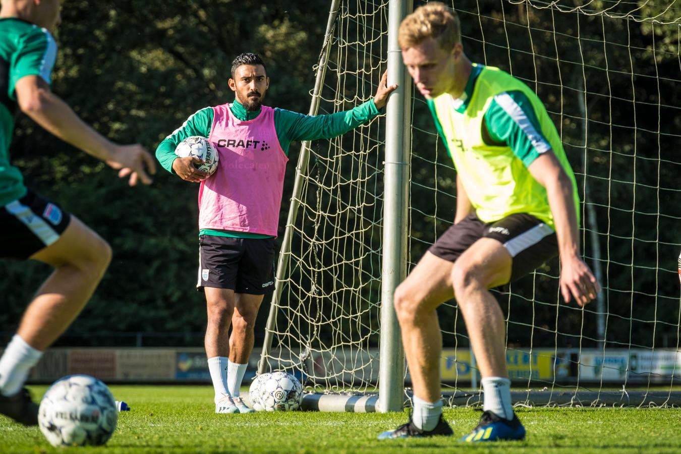 Reza Ghoochannejhad, die ondanks een gebrek aan wedstrijdritme met vier goals debuteerde tegen RKC, kan volgens PEC Zwolle-trainer tegen FC Groningen ruim een uur spelen.