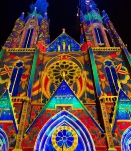 Veel licht, zang en theater: hoe de Tilburgse binnenstad kerst zonder kermis viert