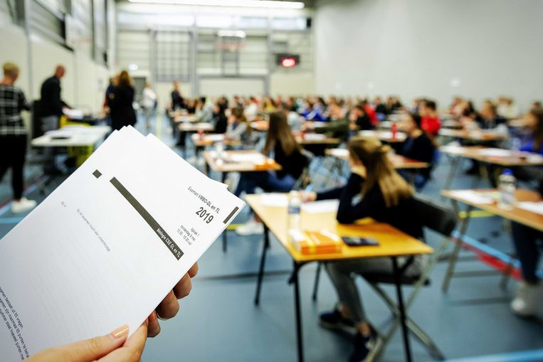 Leerlingen van middelbare school Walewyc mavo tijdens het eindexamen Biologie. Beeld ANP