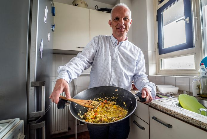 Dominique de Roode leert gezond koken voor zichzelf.